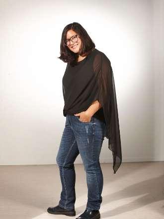 Oversize-Bluse und Jeans