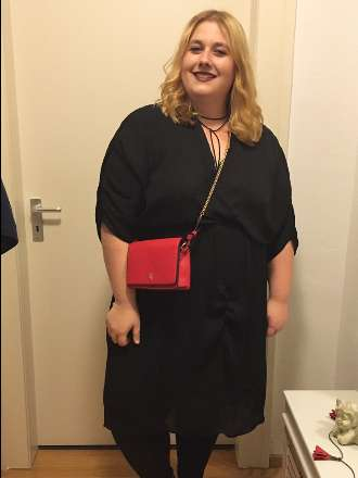 Partylook: Black Dress & red Details