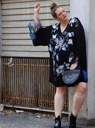 Kleid mit Stickerei und Fransen