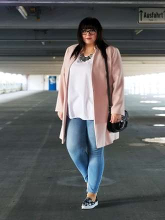 spring outfit: blush coat and plateau sneaker