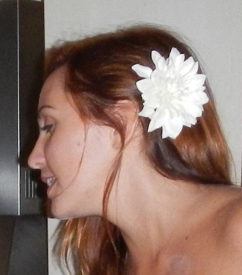 Accessoire Blume im Haar - für ein perfektes Outfit im Sommer
