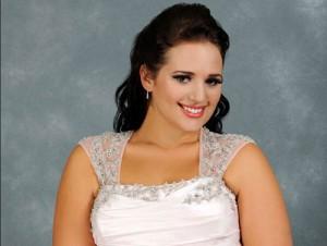 Wunderschöne Braut im XXL Kleid
