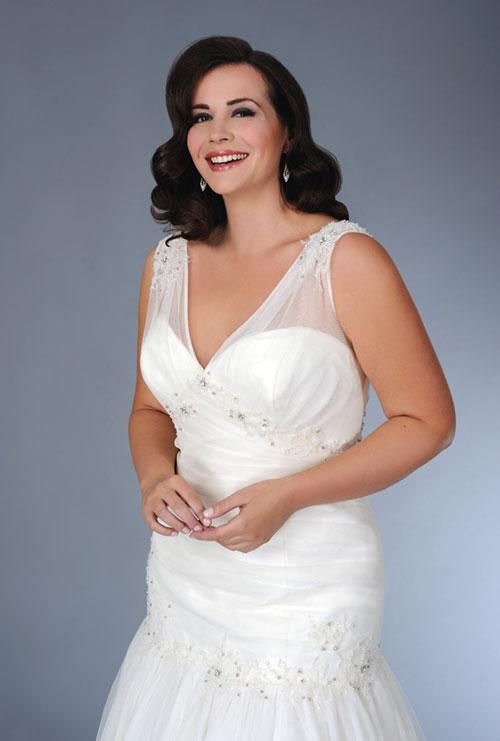 Tolle Hochzeitsfrisur mit Brautkleid in XXL
