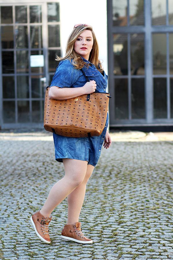 Im Trend: Lässige Jeanskleider in Plus Size!