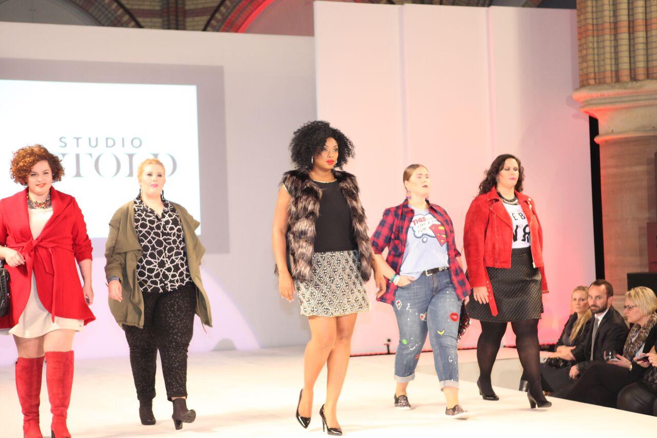 Plus Size Fashion Show: Tolle Bilder von kurvigen Models!