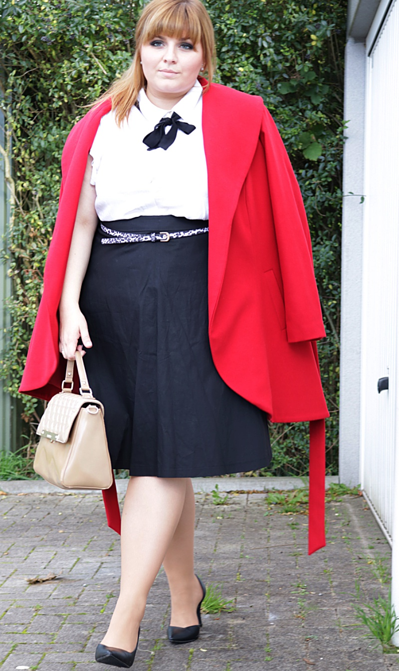 Roter mantel plus size