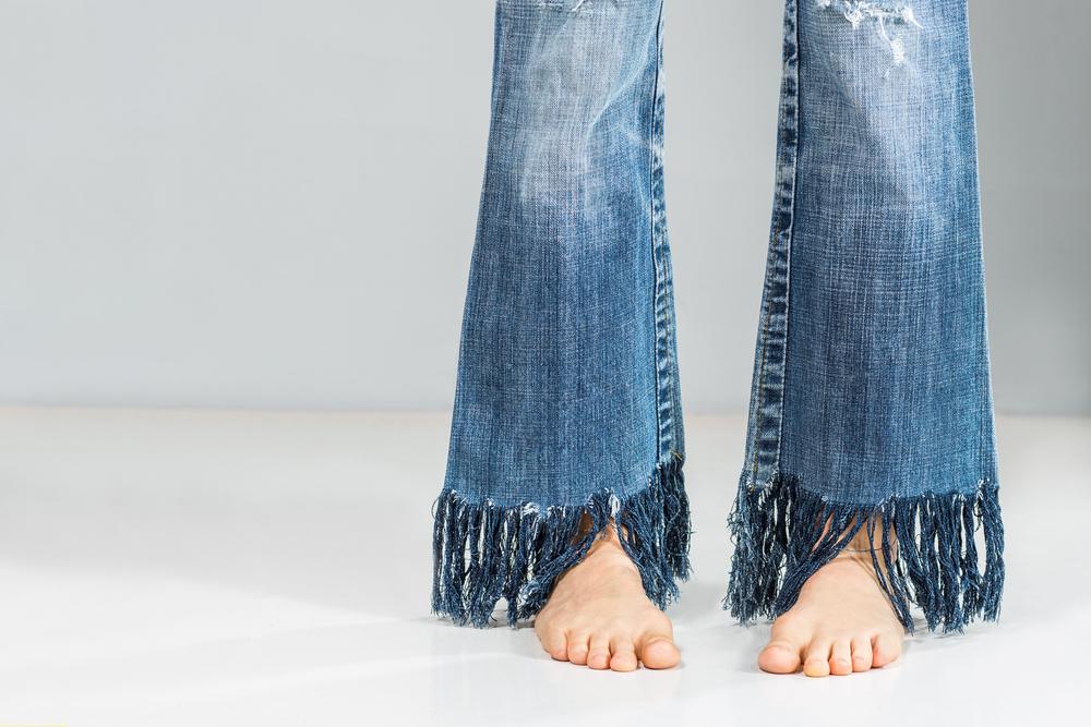 Fringed Jeans: Mach' die stylischen Fransen selbst!