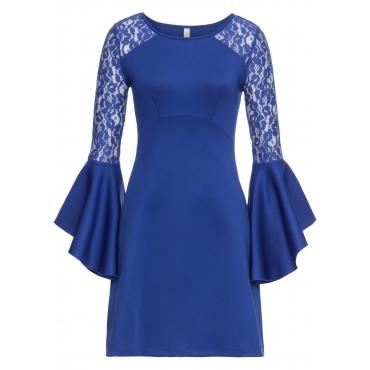 Kleid mit Volant und Spitze langarm  in blau  von bonprix