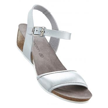 Sandale mit 4 cm Keilabsatz in silber von bonprix