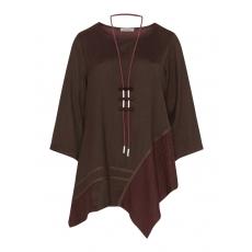 Asymmetrischer Pullover mit Kette
