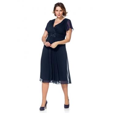 Große Größen: Abendkleid mit Schmuckbrosche, dunkelblau, Gr.40-58
