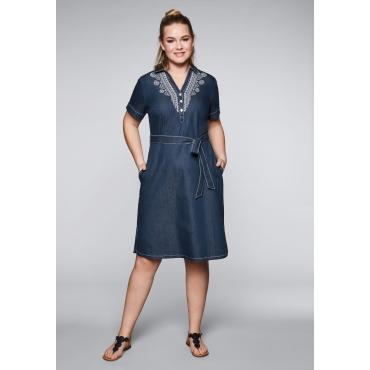 Große Größen: Jeanskleid mit Stickerei und Knopfleiste, dark blue Denim, Gr.44-58