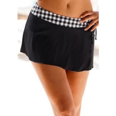 Große Größen: LASCANA Baderock mit integrierter Bikinihose und karierten Bündchen, schwarz-weiß, Gr.40-52