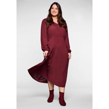 Kleid in Crêpe-Qualität, mit Smok-Einsätzen, weinrot, Gr.40-58