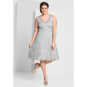 Kleid mit aufgesetzter Kordelspitze, lichtgrau, Gr.44-58