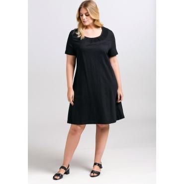 Kleid mit Raffung und Smok-Einsatz am Ausschnitt, schwarz, Gr.44-58