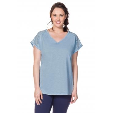 T-Shirt mit Webspitzeneinsatz und V-Ausschnitt, pastellblau, Gr.40/42-56/58